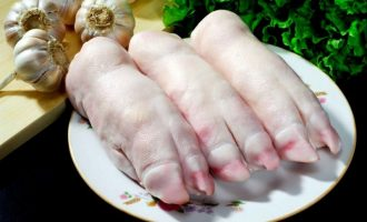 скільки варити свинячі ноги