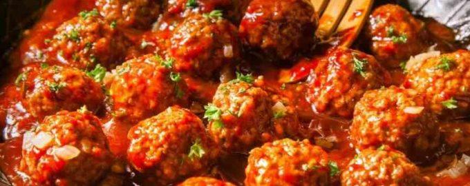 фрикадельки з томатною підливою
