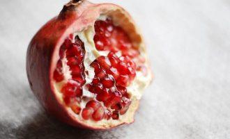гранат це фрукт чи ягода
