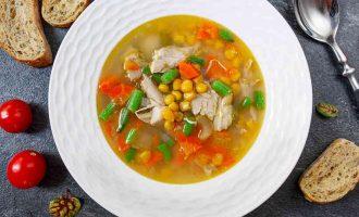 курячий суп з кукурудзою і зеленою квасолею
