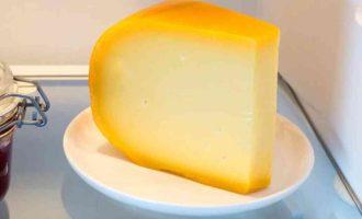 як зберігати твердий сир в холодильнику