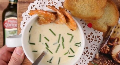 суп з цибулі шалот з картоплею і креветками