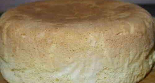 бісквіт для торта в каструлі на плиті