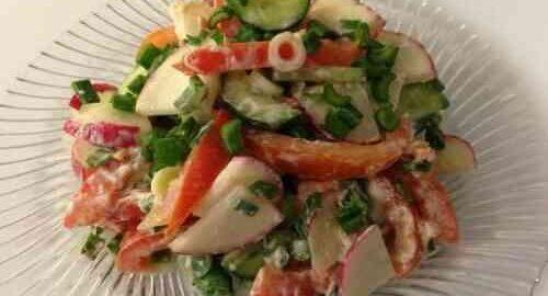салат з редиски, огірків і помідорів