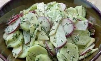 салату з редиски, огірка і яблука