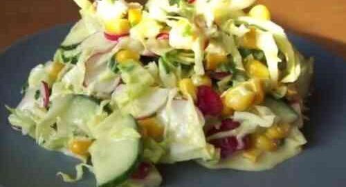 салат з редиски з капустою і кукурудзою