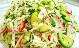 Салат з редискою, капустою і огірком