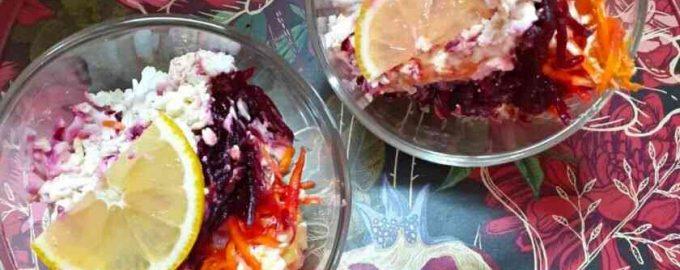 Листковий салат з копченою куркою і буряком