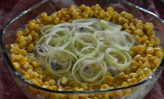 Салат з оселедцем і яйцем
