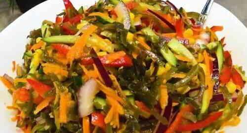 салат зі свіжих овочів і морської капусти