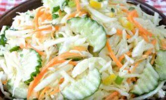 салат з капусти, огірка, моркви і лимона