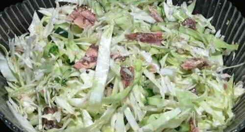 салат з тунцем, капустою і огірком