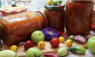 салат із зелених помідорів в томатній пасті на зиму