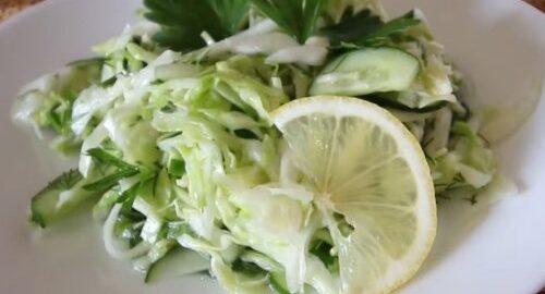 салат з капусти з огірком і кропом