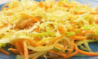 салат з капусти, огірка, моркви і яблука