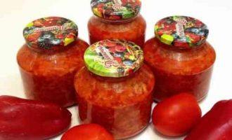 лечо з перцю з рисом і помідорами
