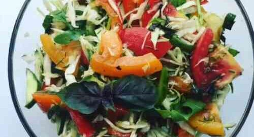 салат з капусти з огірками, помідорами і болгарським перцем