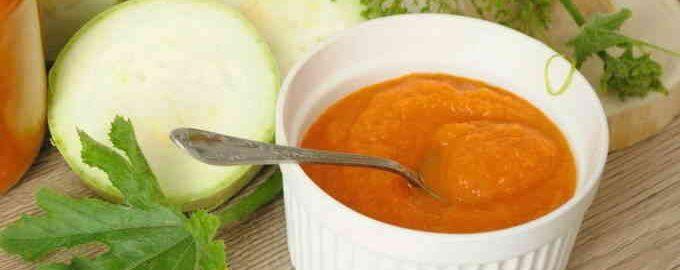 Кабачкова ікра черезмясорубку з майонезом і томатною пастою