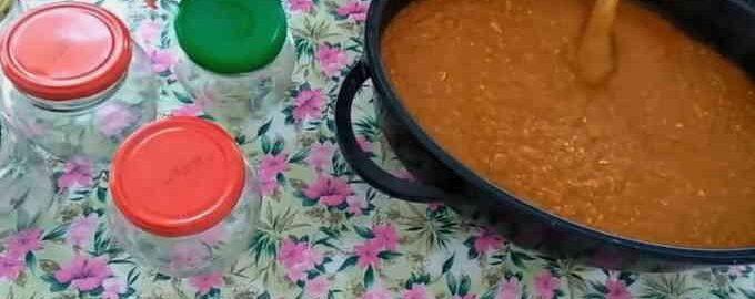 Аджика з кабачків з томатною пастою і гострим перцем