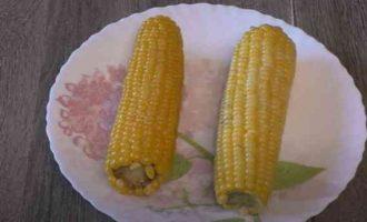 Як правильно і скільки варити качан кукурудзи в каструлі