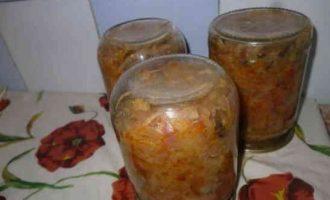солянка з капусти з грибами і помідорами на зиму