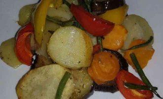 овочі з картоплею в духовці