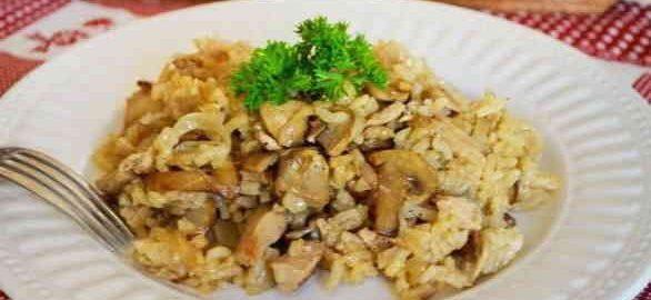 Рис з овочами, курячою грудкою і грибами