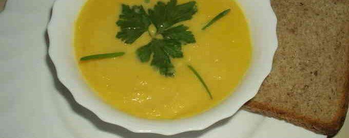 суп-пюре з гарбуза з вершками і селерою