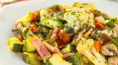 овочі, запечені з куркою в духовці
