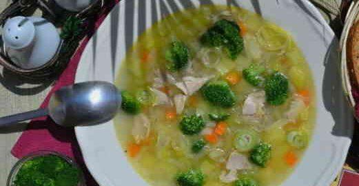 Суп з брокколі на курячому бульйоні