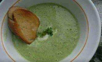 Дуже смачний суп-пюре з брокколі з сиром